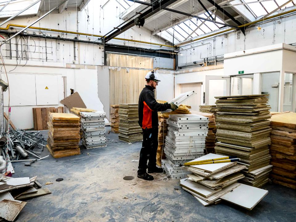 Asbestsanering en sloop kantoor en bedrijfshal in Amsterdam